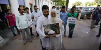Delhi Congress Hits Streets With A 'Free Hug' Campaign