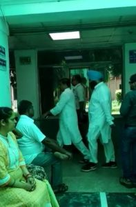 arvind kejriwal visits bhagwant mann in hospital
