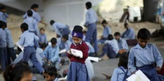 Temple school in Pakistan where Muslim woman teaches Hindu students