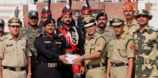 BSF offers sweets to Pak Rangers at Attari-Wagah, on I-Day