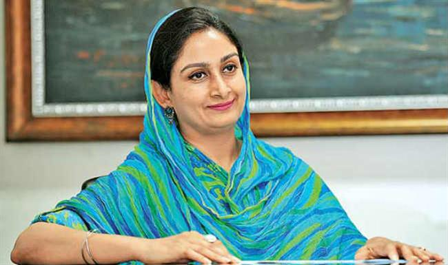 Harsimrat Badal Speaks With CM Of Kerala; Assures All Assistance