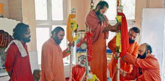 'Chhari Mubarak', the saffron-robed holy mace of Lord Shiva, was today taken to historic Shankaracharya temple on a hillock in Srinagar for prayers