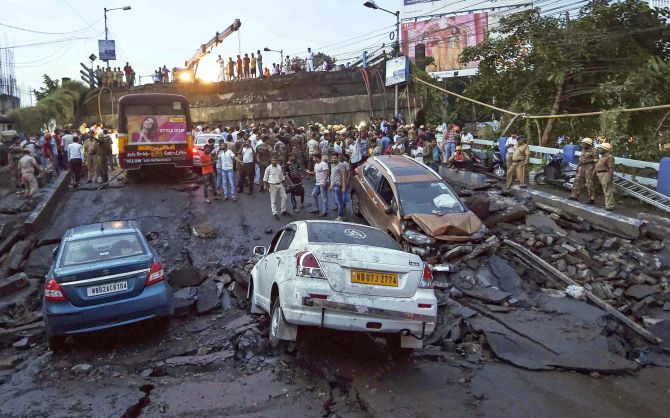 One killed, many feared trapped as 50-year-old bridge collapses in Kolkata
