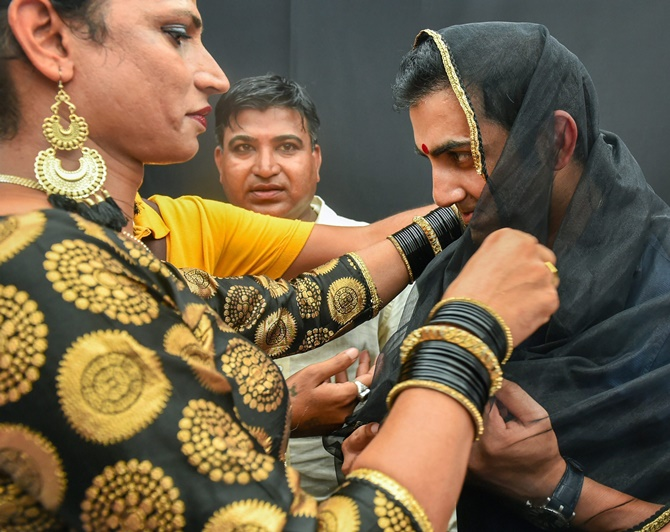 Cricketer Gautam Gambhir wore a bindi and dupatta to support transgenders