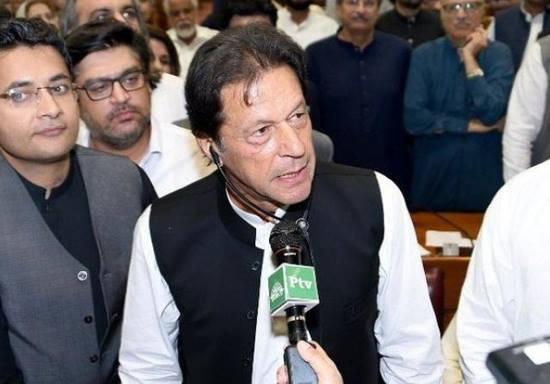Pak govt succumbs to hardliners, withdraws minority economist's nomination to top advisory panel