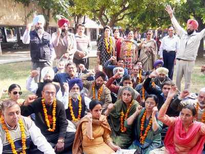 6,000 College Teachers Of PB Go On Mass Leave Over Various Demands