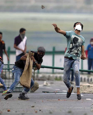 J&K: Police pose as stone-pelters by planting its men among them