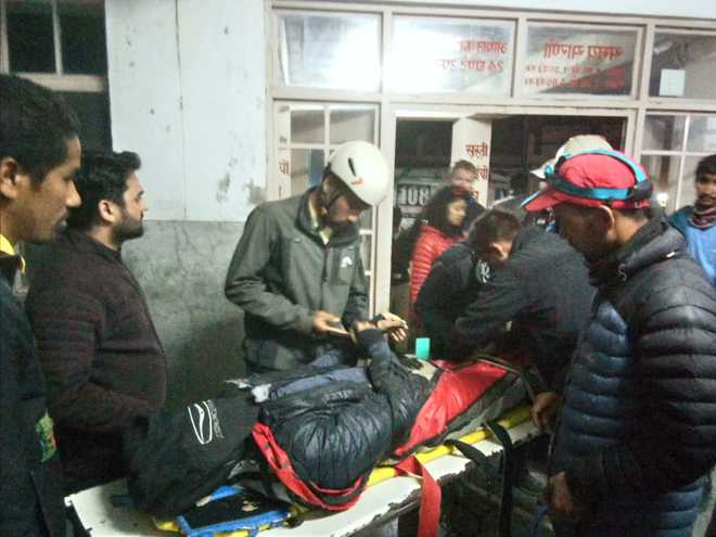 Australian dies after he crashes while paragliding in Mandi