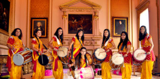 Gwandian- Dhol Version By UK's First Female Dhol Team Is High with Foot Thumping Note