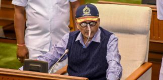 Don't use visit to ailing person to feed political opportunism: Parrikar to Rahul