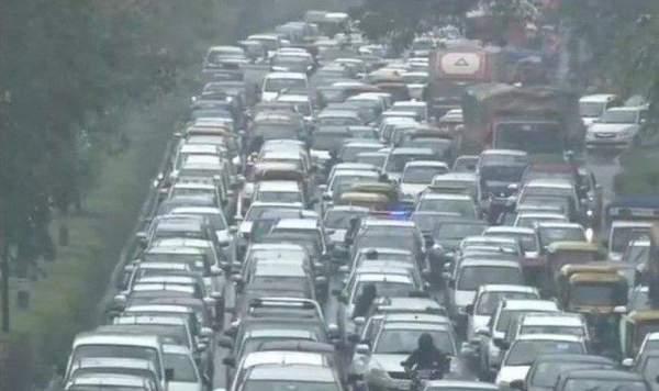 Traffic snarls due to rain in Delhi