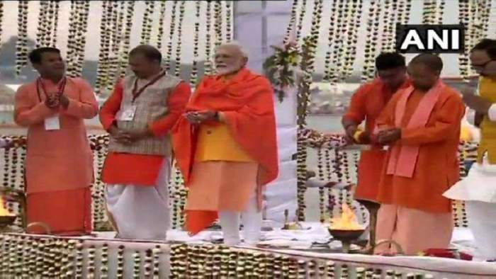 PM Modi performs Ganga Aarti