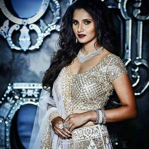 Sania announces making of biopic on her