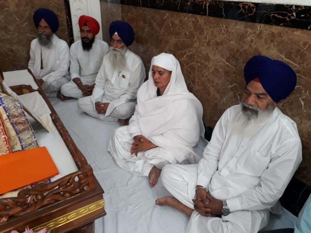 vSukhbir Badal and Harsimrat Badal pay obeisance at Sri Harmandir Sahib ahead of filing nomination papers