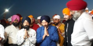 Sunny Deol pays obeisance