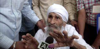 Delhi oldest voter 111-year old Bachan Singh vote polling booth in Sant Garh