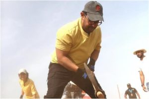 Aamir Khan and Kiran Rao Shovel Grounds Labour Day