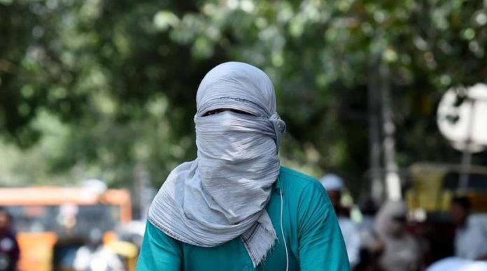 Delhiites continue to reel under sweltering conditions