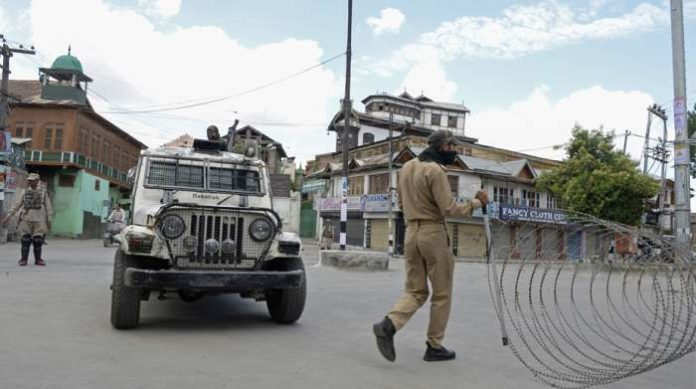 8 civilian injured as militants hurl grenade at Pulwama police station