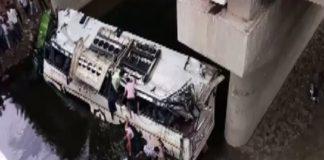 29 dead as bus falls into drain on Yamuna Expressway at Agra
