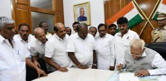 Karnataka:Kumaraswamy loses trust vote,submits resignation to the governor