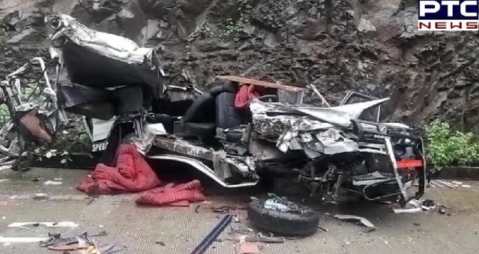 Madhya Pradesh: 4 dead and 10 injured after a car collided with a bus