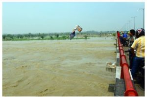Delhi Yamuna water level continues to rise , Emergency meeting called by the government