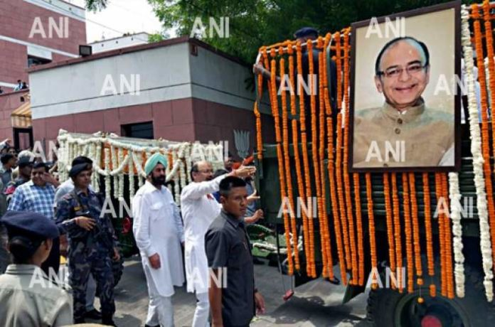 Cleared files on daughter's wedding, always smiled: Friends, colleagues remember Jaitley