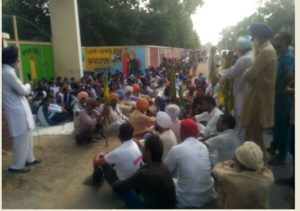 Lehragaga teachers to deputation sending Against Villagers lock up school