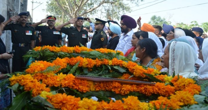 Mortal remains of Captain Inderjeet Singh cremated in Ambala