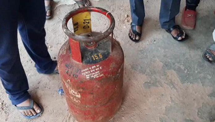 mud-found-in-gas-cylinder hi