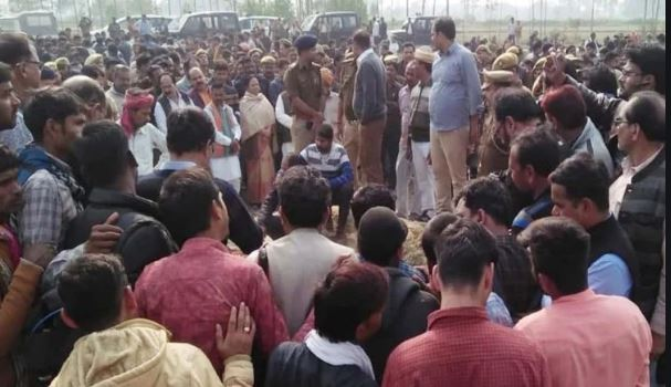 Unnao Kand victim Funeral In Village , Small sister will government job