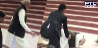 Kanpur: PM Narendra Modi falls on the stairs of Ganga ghat [VIDEO]