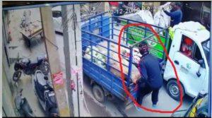 Amritsar: sack of onions In Auto , captured CCTV camera