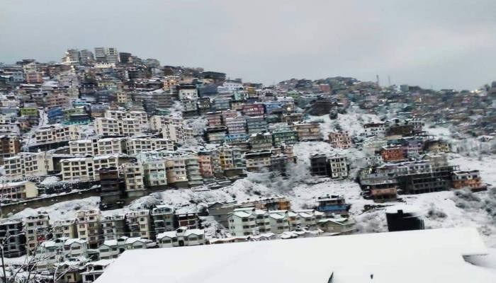 Over 200 roads including 4 NH closed due to Snowfall in Himachal