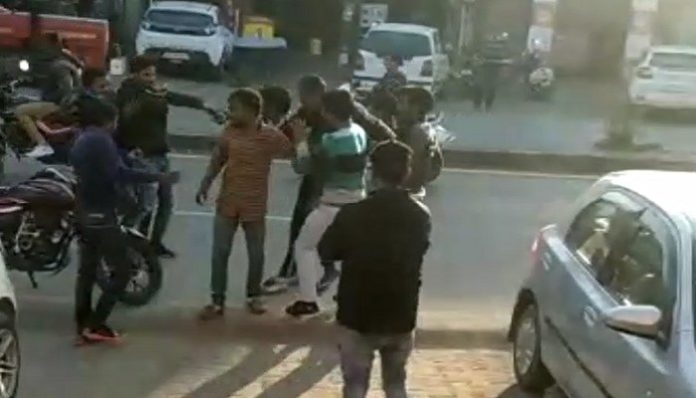 Fight in Two Groups in Fatehabad of Haryana hn