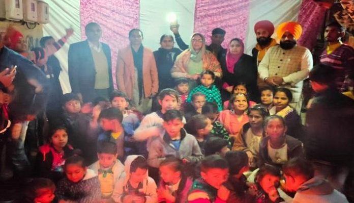 Chandigarh yuva dal celebrated Lohri festival with needy children