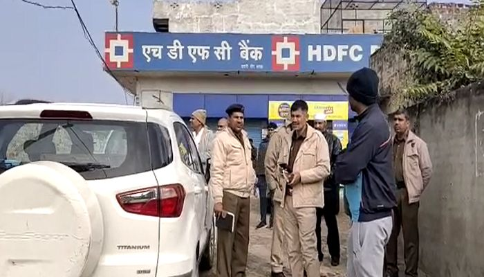 ATM Security guard held hostage, 17 lakh looted hn