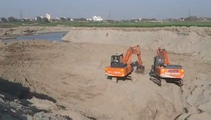 Mining Minister Moolchand Sharma raids in Faridabad