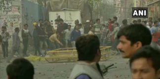 Delhi: Stone pelting between two groups in Maujpur area