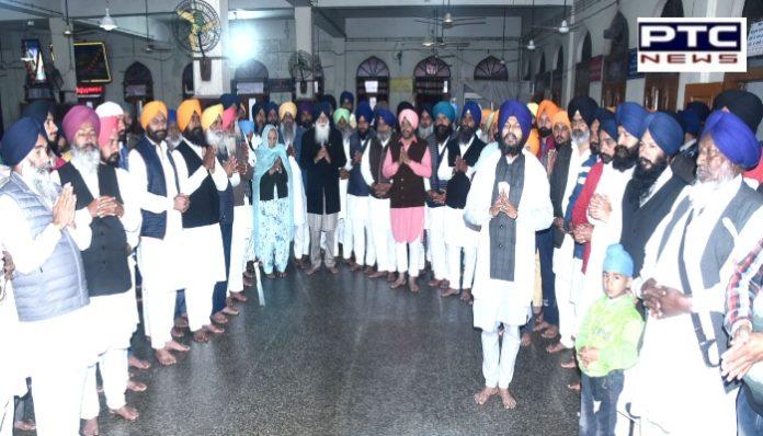 Moga : Sangat Of Dharamkot Langar Sewa at Sri Darbar Sahib Amritsar