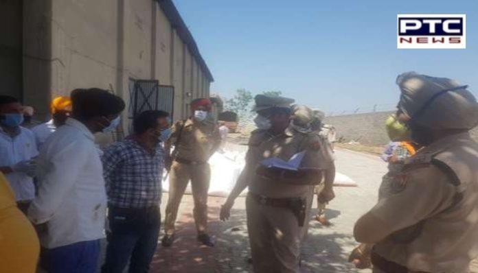 3 labourers die at a feed factory in Kot Ise Khan.ਕੋਟ ਈਸੇ ਖਾਂਰੋਡ 'ਤੇ ਫੀਡ ਫ਼ੈਕਟਰੀ 'ਚ ਕੰਮ ਕਰਦੇ ਦੋ ਭਰਾਵਾਂ ਸਮੇਤ3 ਵਰਕਰਾਂ ਦੀ ਹੋਈ ਮੌਤ