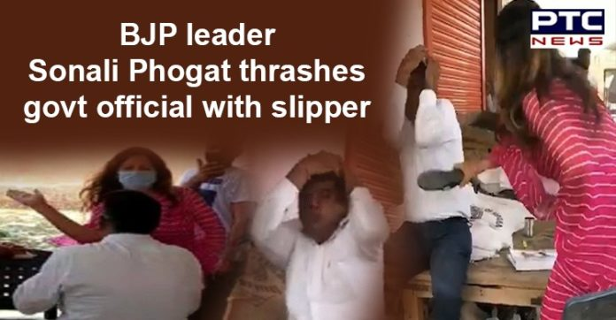 Haryana Sonali Phogat Viral Video | Thrashes Government Official with Slipper