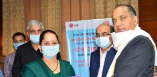 CM distributes free smart phones to ASHA workers