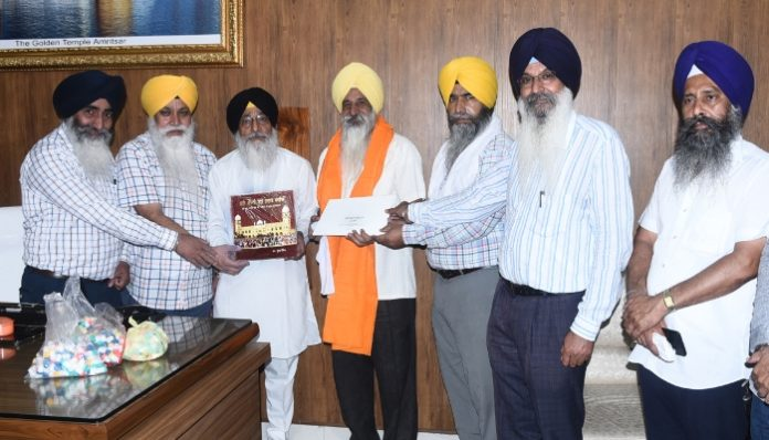 Dr. Waryam Singh honored by SGPC for awareness physical fitness of the Corona