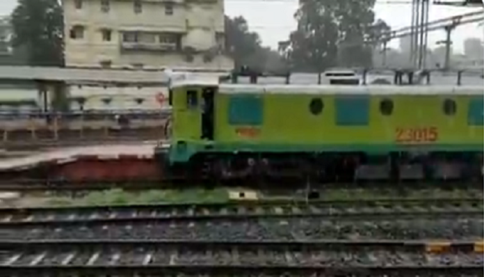 Trains will run with battery, trial successful | Indian Railway