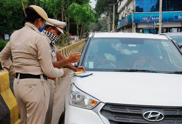 Advocate demanded compensation of 10 lakhs Car Driver Challan (1)