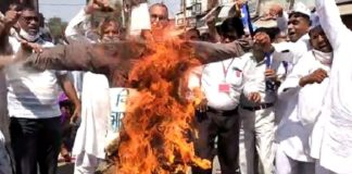 Farmer took out funeral procession of central government, burnt effigy