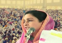 Harsimrat Badal displays documents, attacks Captain Amarinder Singh