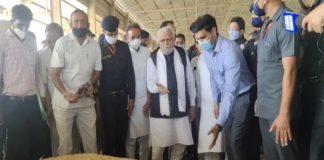 CM Manohar Lal Khattar visits grain market in Karnal